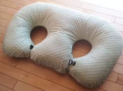THE TWIN Z PILLOW- LIGHT GREEN -The Only 6 in 1 Twin Pillow Breastfeeding, Bottlefeeding